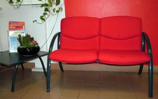 Fotografie di cuscini di divani rifatti o rivestiti
