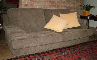 Esempio di divano con rivestimento in Tessuto Grigio